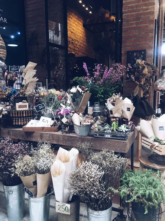 image of dried flower florist stand