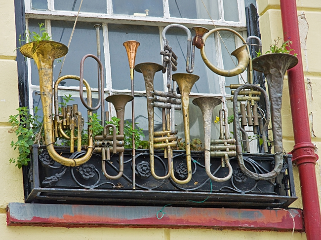 musical instrument planters